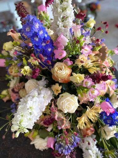rouw bloemstuk begrafenis